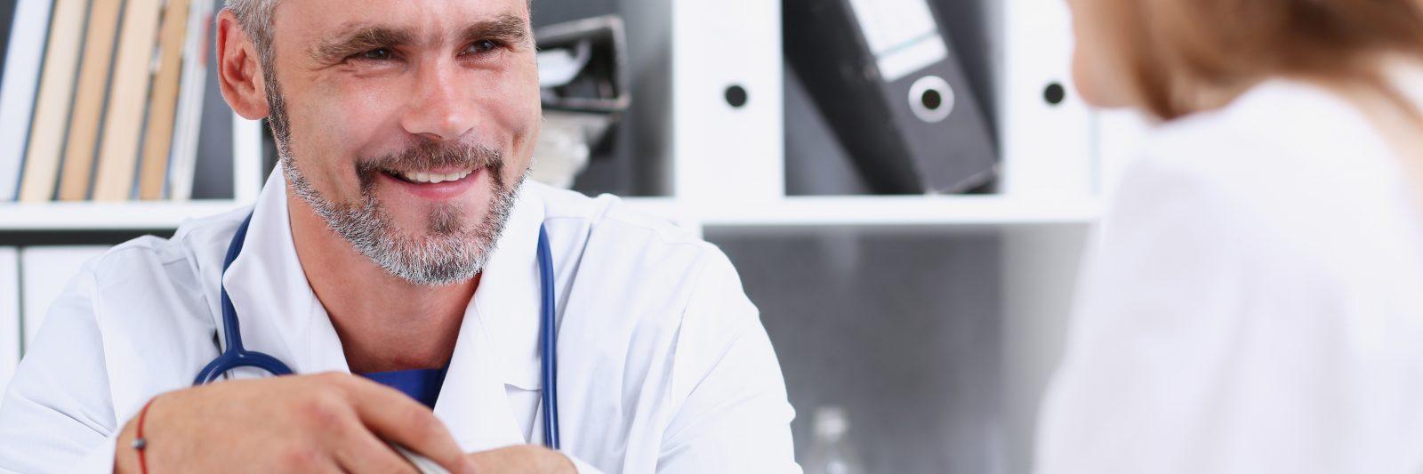 läkare ger råd och stöd till andra läkare