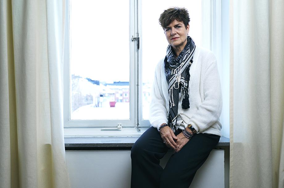 Ullakarin Nyberg i ett fönster