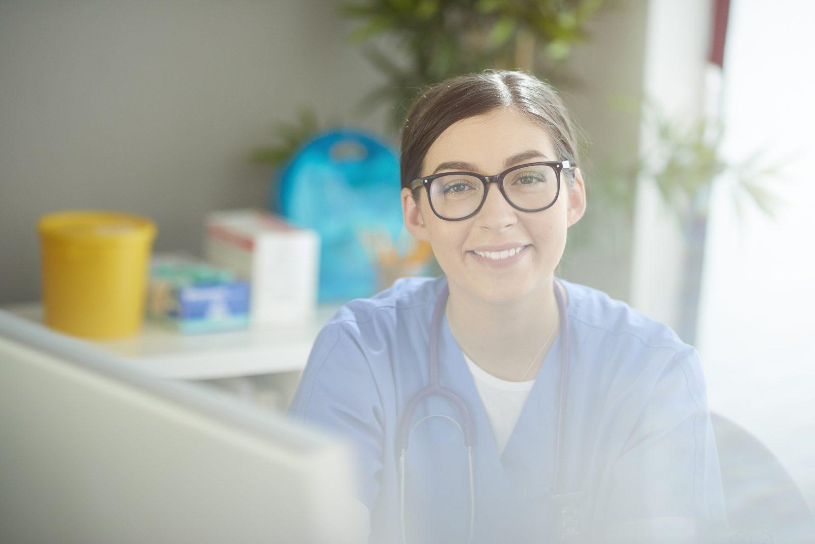 kvinnlig läkarstudent