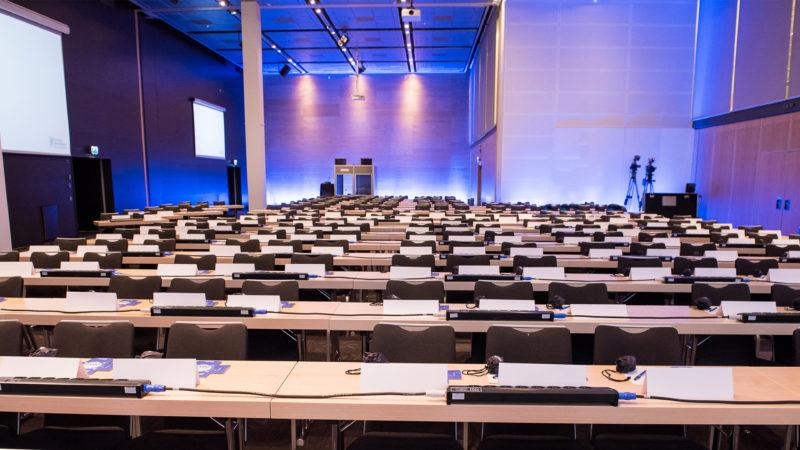 En tom mötessal för Fullmäktige