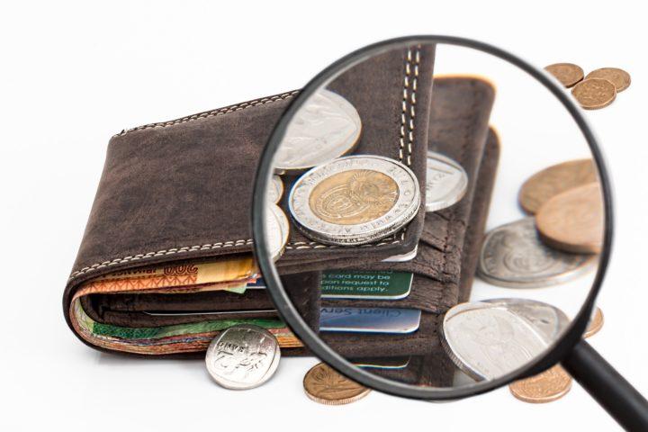 Plånbok och förstoringsglas