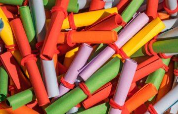 Rosa, gula, orangea och gröna lotter blandande.