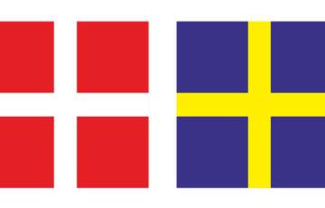 Den danska flaggan i fyrkan tmed rött och vitt och den svenska flaggan i fyrkant med blått och gult.