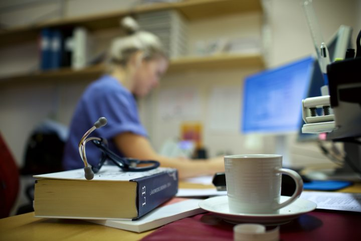 Grycksbo vårdcentral Stetoskop Läkemedelsboken Läkare Caroline Flärdh